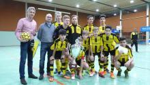 Borussia Dortmund Sieger des VGH-Cups 2017 mit Regional u. Vertriebsleiter  der VGH Hameln