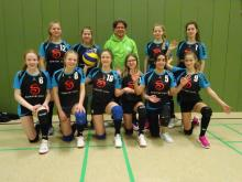 Die U-16 mit Trainer bei den Bezirksmeisterschaften der Volleyballer